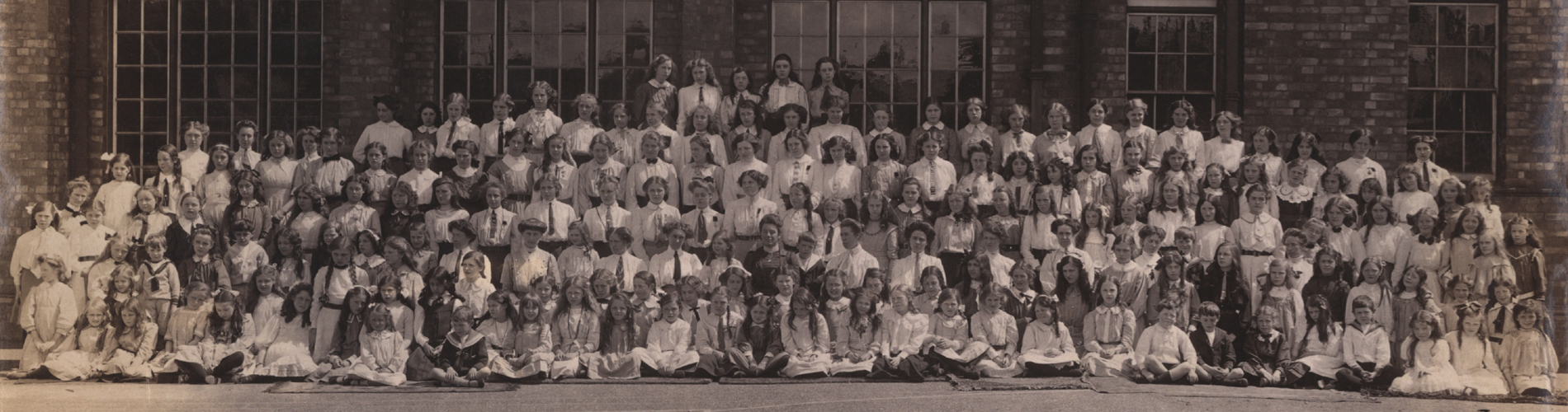 1911 Staff and Scholars